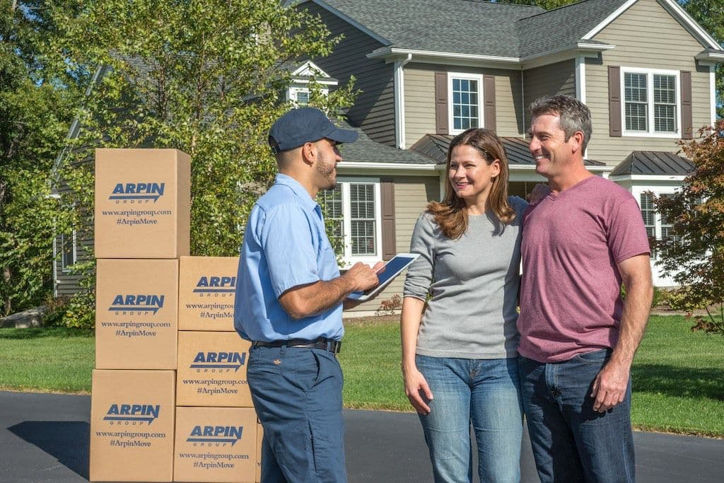 Arpin helping Rhode Island family move